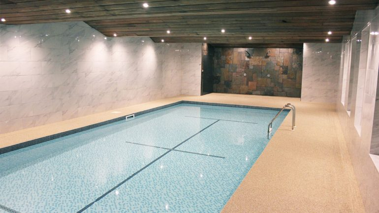 Resin bound pool surrounds